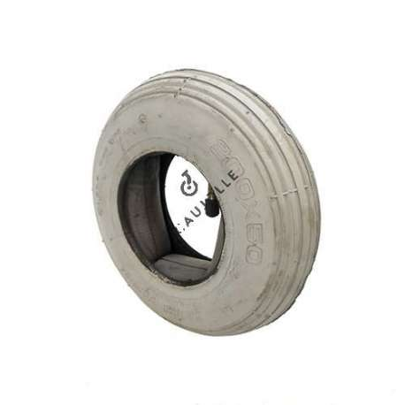 Set 200 mm diameter straight tread tyre with 3-inch rim and air chamber in rubber.